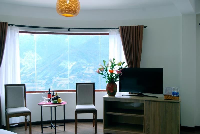 Phong-suite-gia-dinh-huong-ra-nui-7